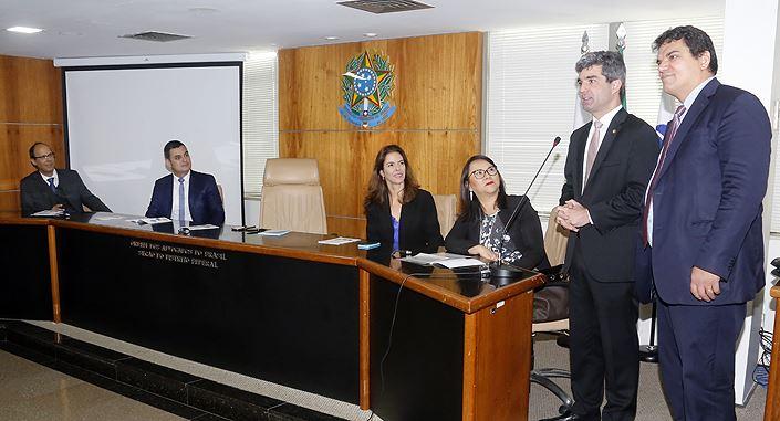 Representantes de diversas organizações da sociedade civil participaram do  lançamento de um manual de compliance que desmistifica a aplicabilidade do  ... 889fd23a10